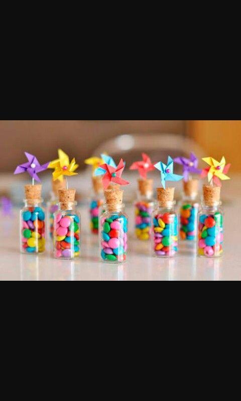 Garrafinha com doces para aniversário