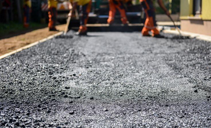 Projet d'asphaltage : quelle sorte d'asphalte choisir pour votre entrée de cour? - Soumission MaisonSoumission Maison