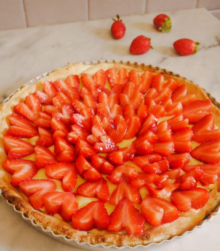 Aujourd'hui je vous parle d'une tarte coup de cœur [ c'est le cas de le dire ! ] : une tarte cœur citron fraises { l'association fraises et citron est à tomber ! } Une belle idée par exemple pour ce dimanche, pour fêter la fête des mères par exemple. …