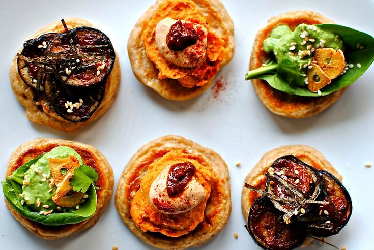 a trio of veggie blinis // food to glow #Christmas #appetizers #partyfood