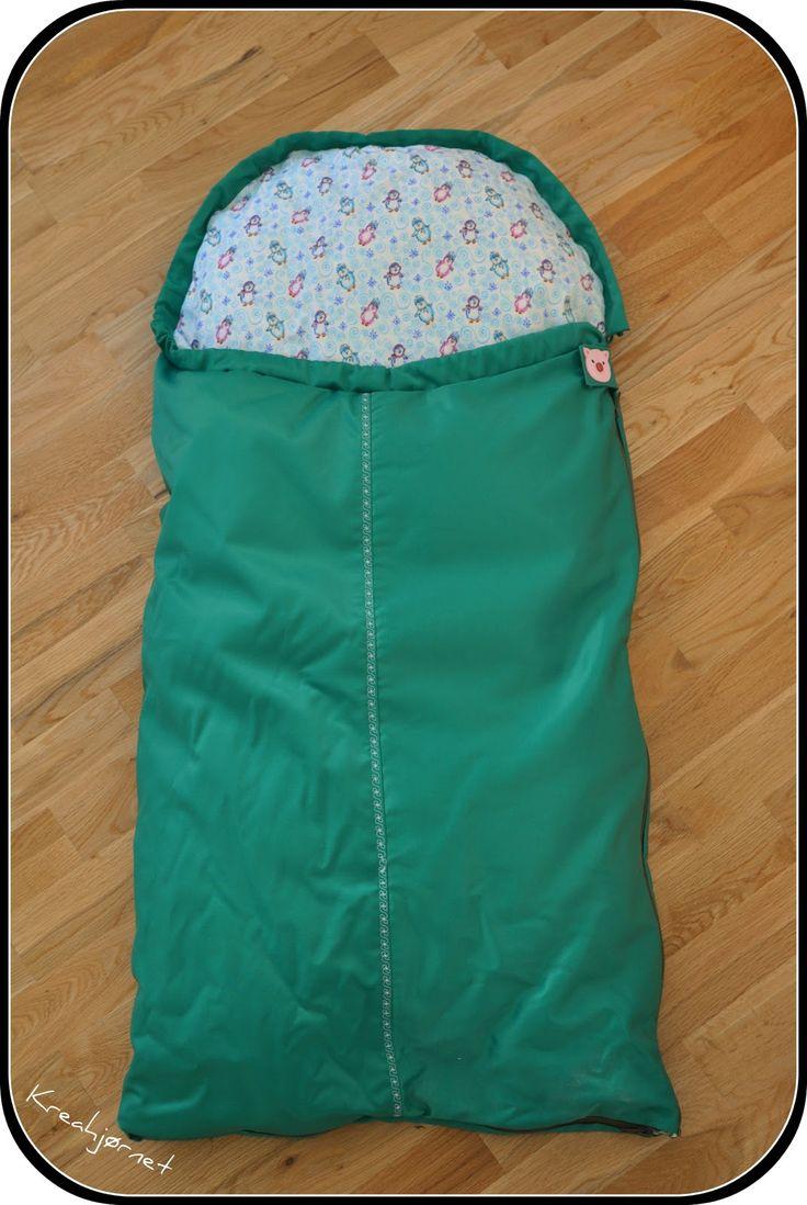 Jeg har syet en kørepose til babyen, til når han skal ud på altanen og ligge hele vinteren. Jeg havde kigget på diverse Voksiposer, men jeg ...