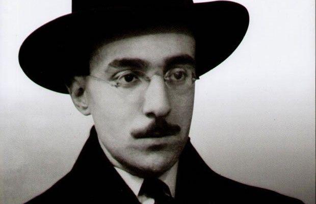 """""""Quero ser livre, insincero, Sem crença, dever ou posto."""" - Fernando Pessoa"""