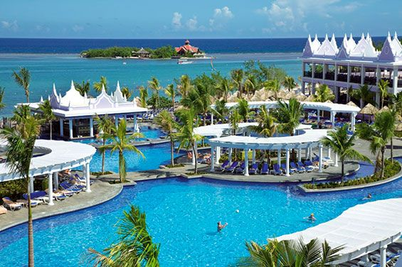Next to a tranquil beach with turquoise water, the Hotel Riu Montego Bay (All Inclusive 24h) is located in the northeast of the island in a bay close to Montego Bay, Jamaica and offers a wide range of service to its clients. Hotel Riu Montego Bay - Hotel in Montego Bay, Jamaica - RIU Hotels & Resorts