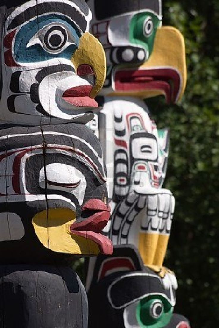 Totem Poles at Stanley Park, Vancouver, B C , Canada                        Stock Photo - 14334813