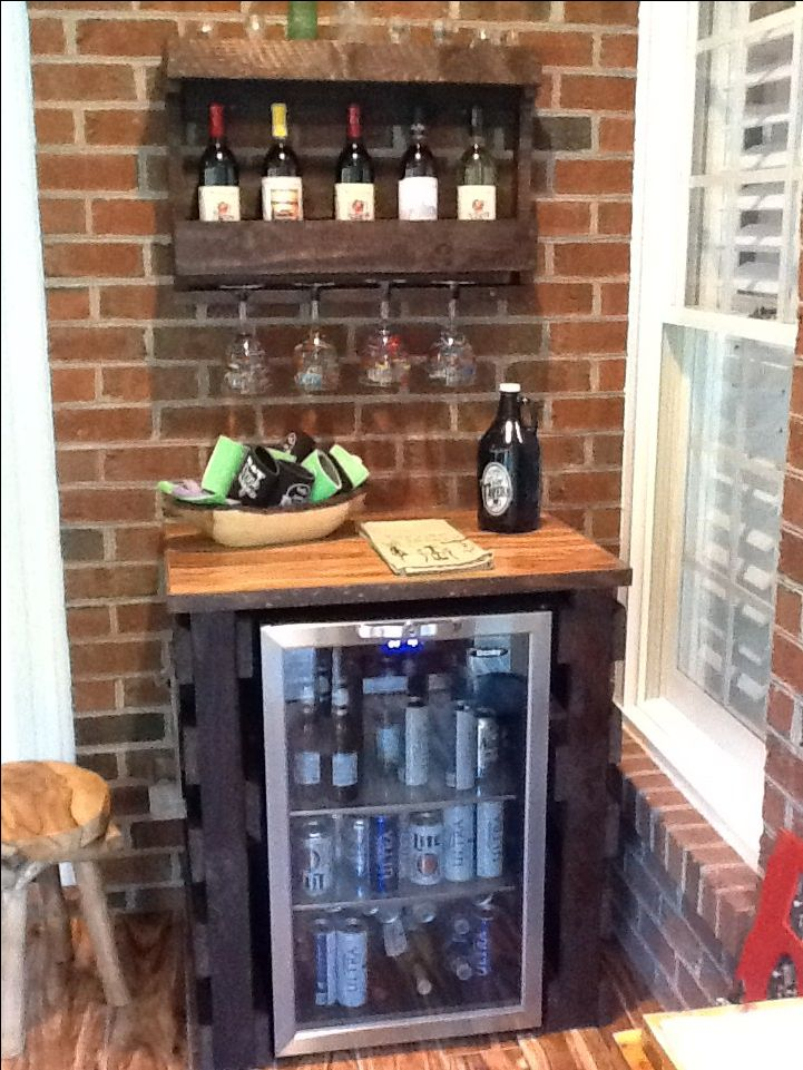 Pallet projects-Beverage cooler cover and wine rack made out of pallets