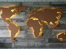Beleuchtete Holz Weltkarte mit Kork - 128x78cm