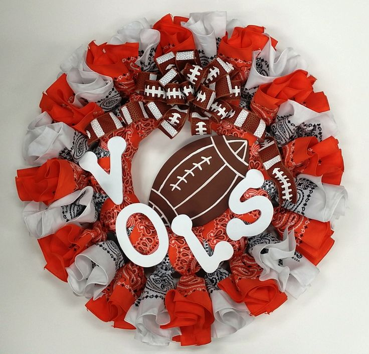 The Ut Vols Bandanna Wreath Is Quick And Simple To Make It Can Even Be Customized To Fit Other