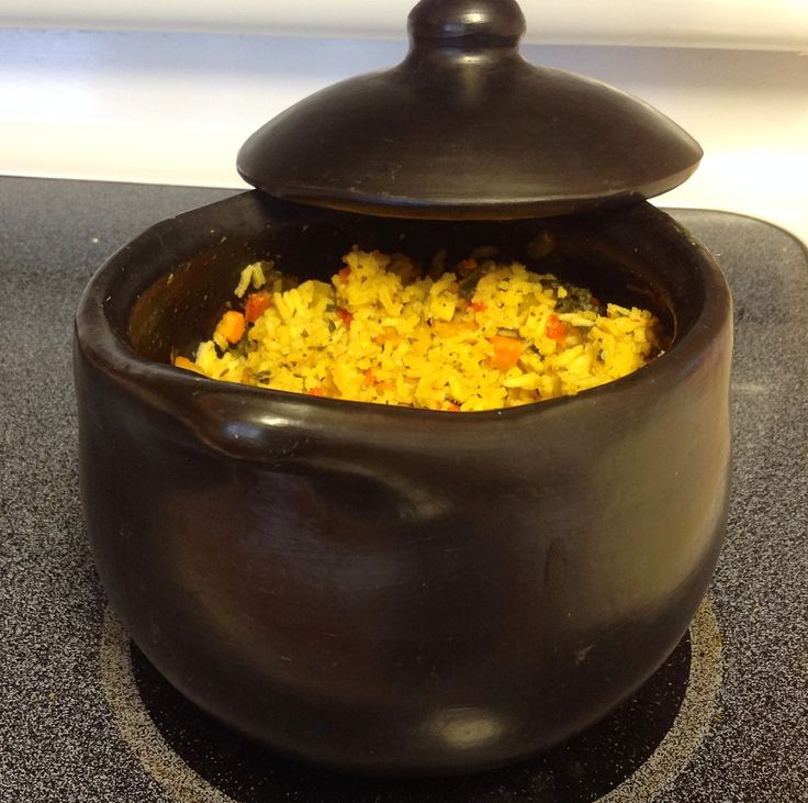 Rice with shrimps in La Chamba cookware.