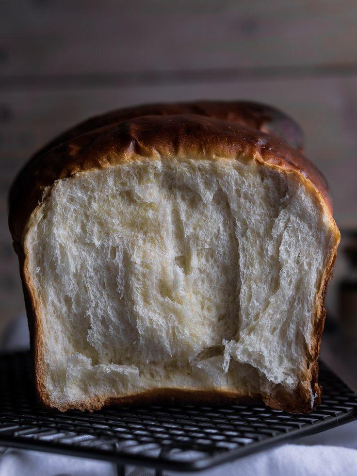 Воздушный, нежный молочный хлеб, который даже через неделю остаётся свежим и мягким.
