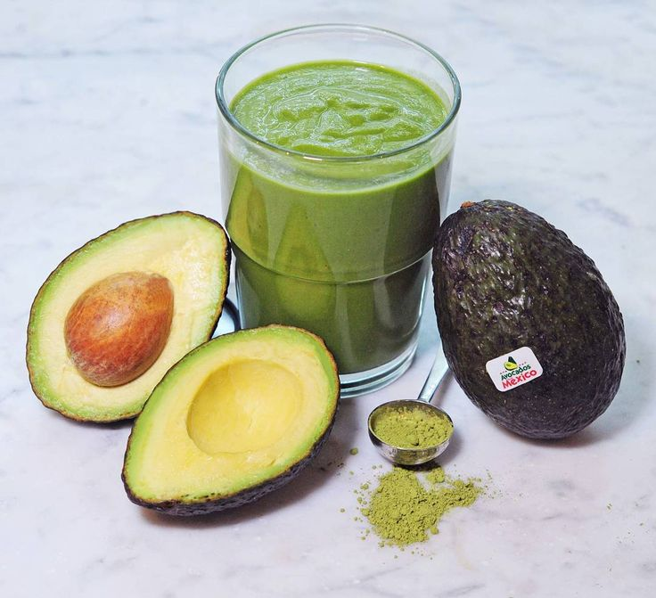 If you love #avocados and #matcha as much as I do then this is the smoothie for you! My latest #recipe for @avosmexico_canada is this delicious Avocado Matcha Protein Smoothie that's perfect to enjoy before or after your #workout. Head to GracieCarroll.com for how to make it!  #avolifestyle #avosmexico #GCfit