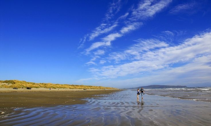 Oreti Beach, Southland, New Zealand. With more than 15,000 kilometres of coastline, New Zealand has some of the worlds most diverse beaches in the world.Here are our picks for the top beaches in New Zealand. did we miss your favorite beach? Let us know in the comments below.