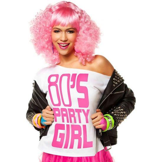 Wit t-shirt 80s party girl. Wit off shoulder t-shirt met daarop de tekst 80s party girl in fel roze letters. Carnavalskleding 2015 #carnaval