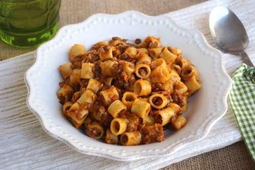 Ricette Primi piatti Pasta con ragù di lenticchie