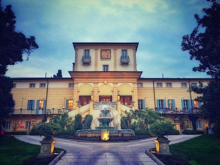 Serata magica... @byblos.art.hotel #valpolicella #verona #arthotel #picoftheday #villa #italy #daianalorenzato #follow #instatravel #beautiful #italianexperience #luxurytravel #travel #visitveneto