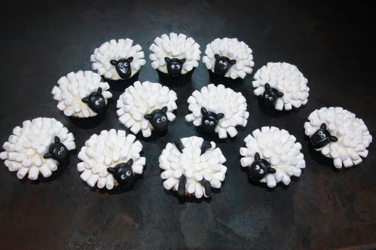 sheep cupcakes, flock of sheep, cake, afternoon tea, hen party, hen do cakes, Welsh theme, Wales, New Zealand, lamb, cinnamon, apple, maple syrup buttercream, marshmallows, Shaun the Sheep, Wallace and Gromit,
