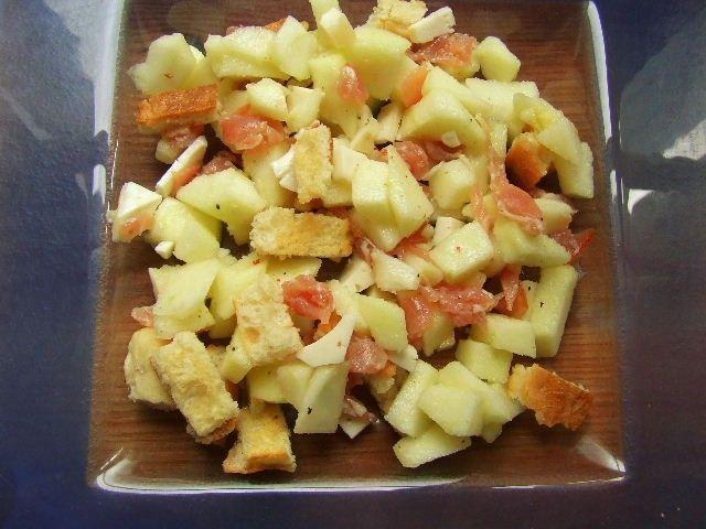 Salade à la pomme verte, jambon cru et tomme de chèvre, huile de noisette