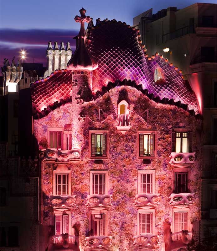 Casa Batllo lit up for Breast Cancer Awareness Day