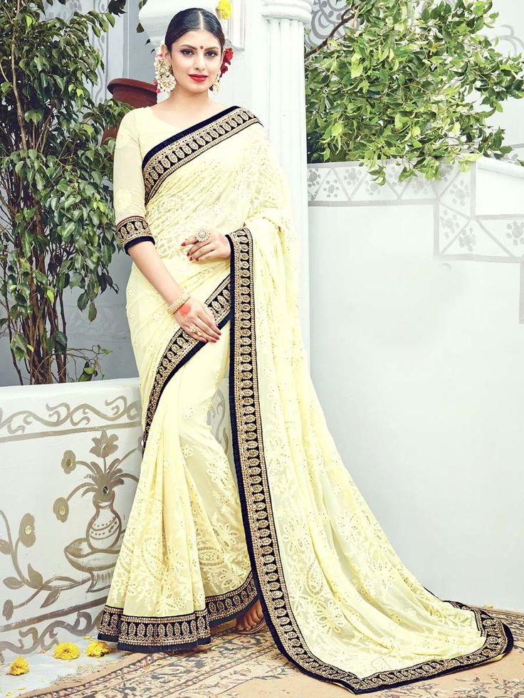 Пастельно-жёлтое красивое индийское сари