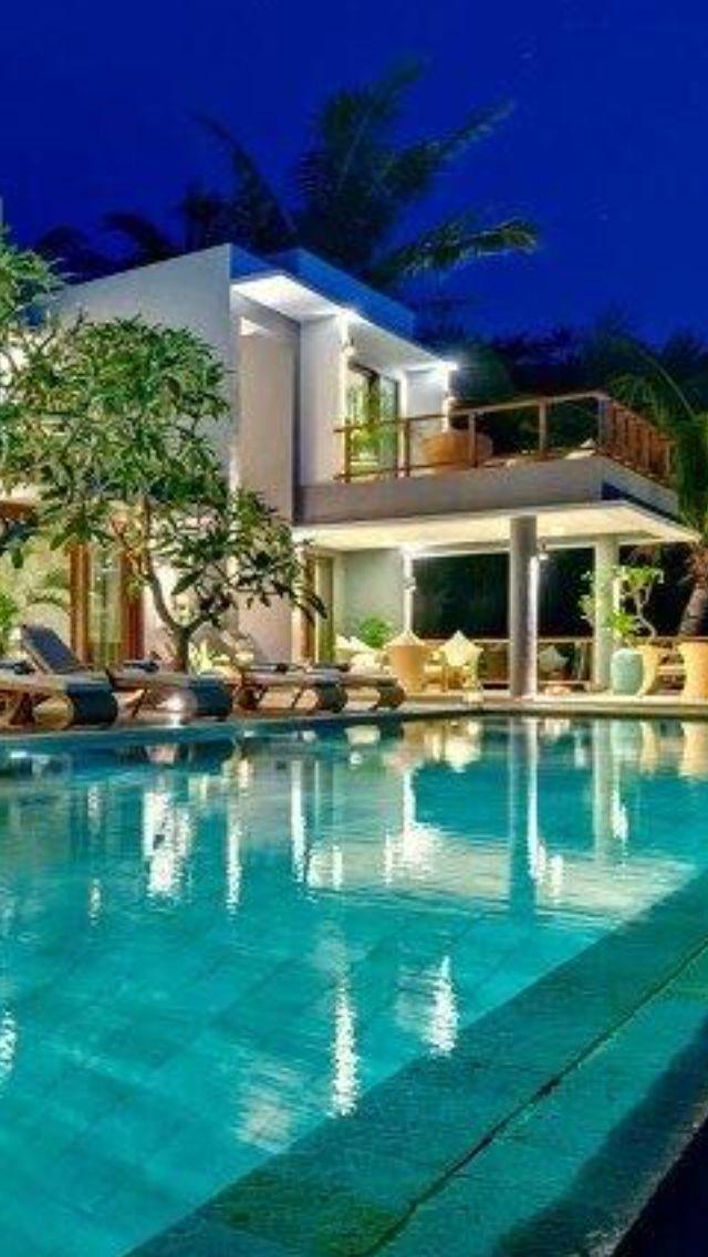 Luxury Homes With Pools@LuxurydotCom
