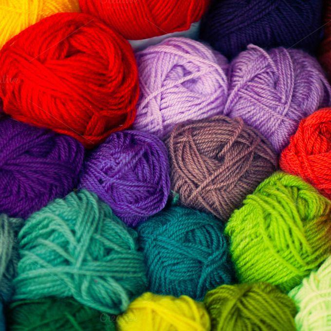 Las mejores fotos vienen de las ideas mas sencillas.  :D Check out Wool thread balls by Dvoevnore travel photos on Creative Market