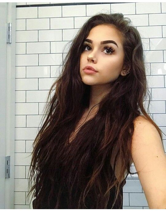 """{Maggie Lindemann} """"Hey I'm Maggie. I'm 17. I'm funny and bubbly. I like to hang around a lot of people. I don't really like talking about how my family is rich. But we are anyways. I would like to make more friends"""""""
