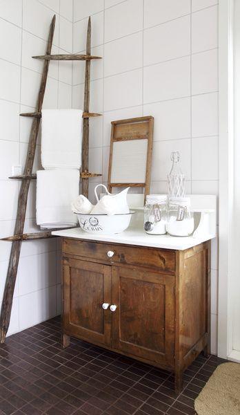 Heinäseivästikkaat kylpyhuoneessa