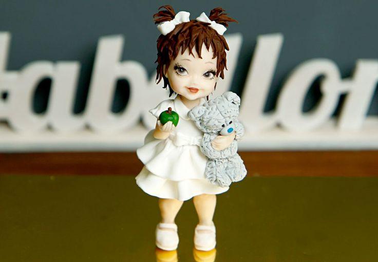 """Фигурка на торт """"Девочка с мишкой""""  Милая фигурка на торт малышки в обнимку с любимой игрушкой дополнит сладкий десерт для вашей любимой именинницы в день рождения! Ведь у каждой маленькой девочки есть своя любимая мягкая игрушка☺️  Стоимость изготовления фигурки девочки - 2000₽. _________________ Опытные специалисты @abello.ru рады помочь с выбором не забываемого и натурального торта по единому номеру: +7(495)565-3838 Телефон/WhatsApp/Viber. В помощь наш сайт www.abello.ru с нашими работами…"""