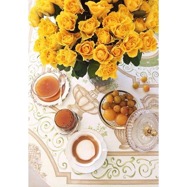 bongour, социальная сеть! #кофекофе #цветцвет откуда у меня страсть к цыплячьему цвету? сюда бы, конечно, еще санни-сайд-ап, но я не люблю яичниц. зато джем от Christine Ferber из манго и fruits de la passion - это ооооо и ааааа, неголодные гости вчера проглотили три банки за три минуты. быть ему в @belonikashop ) следите за обновлениями! всем Пятницы! )