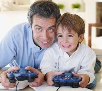 Investigaciones de la Universidad Estatal de Michigan, que en un experimento con 500 niños de 12 años, encontraron que aquéllos que jugaban con videojuegos eran más creativos desempeñando tareas como dibujar o escribir historias.
