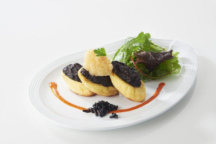 #Quenelle nature grillée au beurre d'olive noire, une recette des étudiants de l'Institut Paul Bocuse.