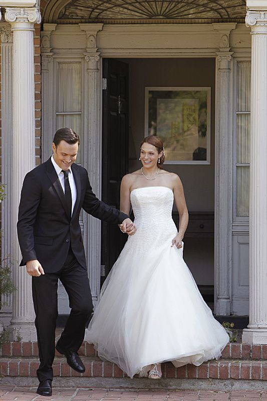 Rigsby & Van Pelt - aka Owain Yeoman & Amanda Righetti. THE MENTALIST Season 6 Episode 3, Wedding In Red