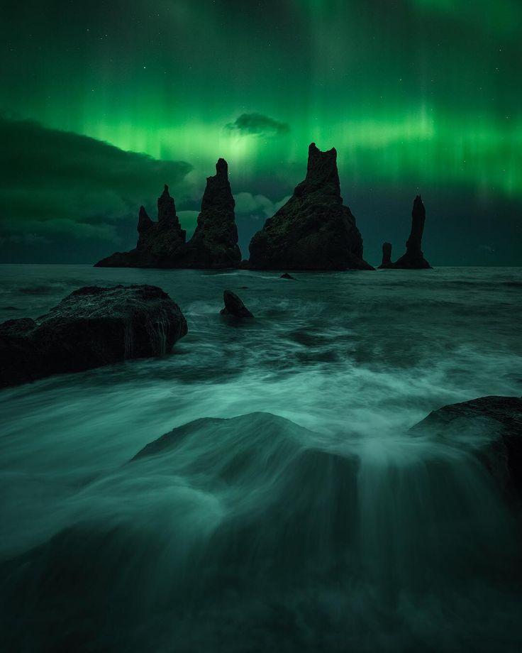 7,119 отметок «Нравится», 184 комментариев — Northern Lights & Landscapes (@torivarnaess) в Instagram: «Reynisdrangar - The name itself screams of epicness. The sea stacks tells a story about a ship and…»