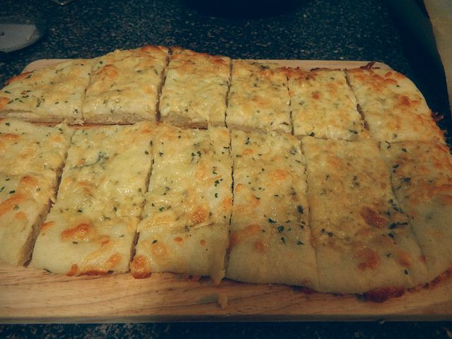 Knoblauch-Käse-Grissini! – Kiundrea Jones – #Breadsticks #Käse #Knoblauch #Jone …   – Cheese Breadsticks