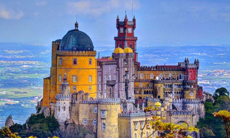 El Palacio Nacional da Pena fue una de las principales residencias de la familia real portuguesa durante el siglo XIX y a la vez constituye una de las máximas expresiones del estilo romántico del siglo XIX en #Portugal