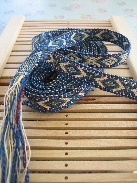 yarnjungle's Blue XOX ribbon in Sami pattern