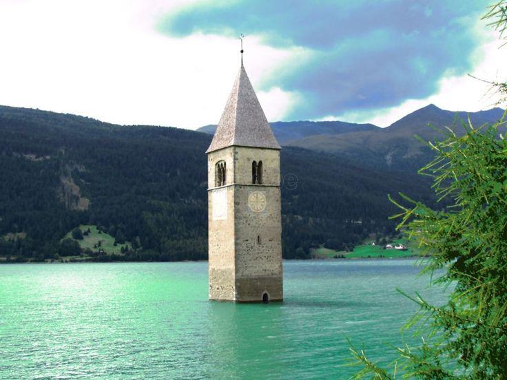 Foto di Campanile nel Lago di Resia - Curon Venosta - #cicloturismo #travel #valvenosta