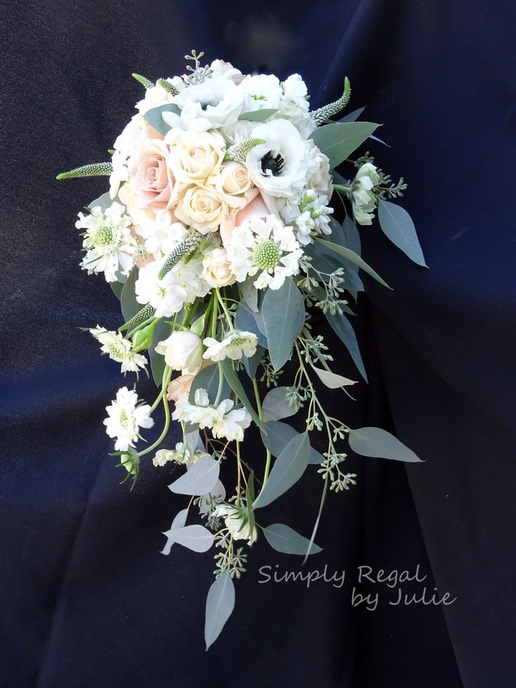best 25 small bridal bouquets ideas on pinterest small. Black Bedroom Furniture Sets. Home Design Ideas