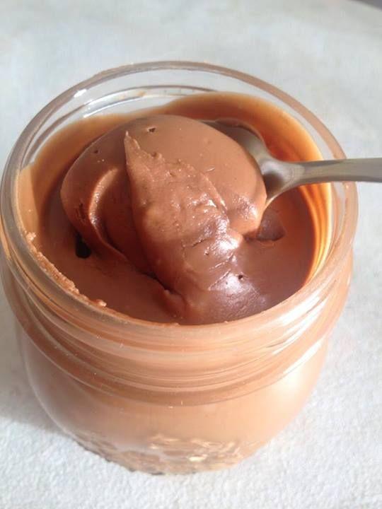Crema spalmabile al cioccolato e nocciole - Montersino : 500g cioccolato a latte 450pasta nocciole 65 g burro chiarificato liquido 65g olio di riso 20 g cacao e vaniglia