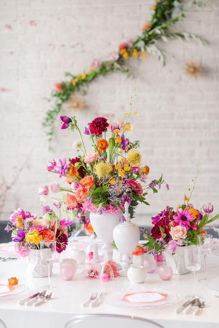 Bunt und wild sind diese bunten Blumen für die Hochzeit. In der Mitte gibt es h
