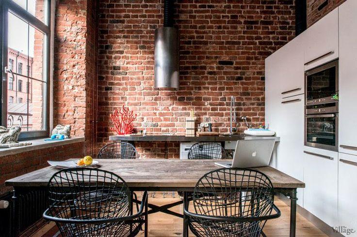 Bricks and Wood.  Desire to Inspire - Keltainen talo rannalla