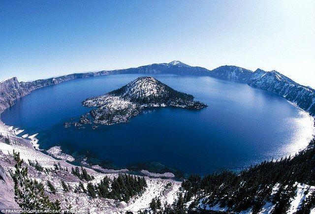 El Lago en el Crater. Se formó hace 150 años cuando colapsó el Monte Mazama, en Oregón, Estados Unidos