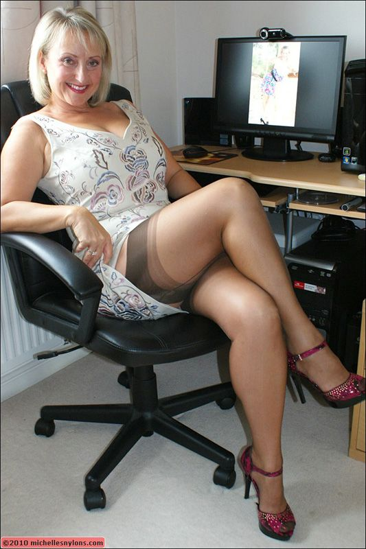 Busty Officemature 76