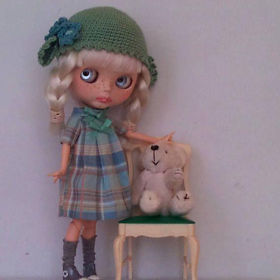 Roztomilé dámské šaty a odpovídající klobouk pro Blythe nebo Pullip