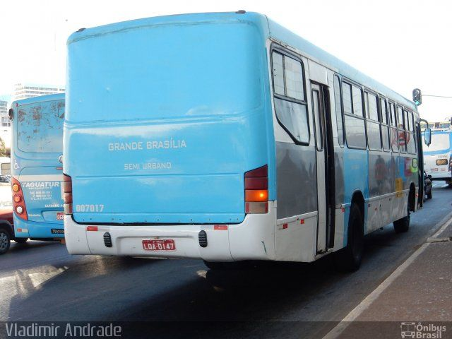 Ônibus da empresa Viação Grande Brasília, carro 007017, carroceria Marcopolo Viale, chassi Mercedes-Benz OF-1721. Foto na cidade de Brasília-DF por Vladimir Andrade, publicada em 13/07/2015 10:32:28.