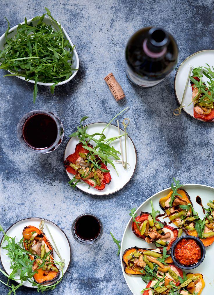 Grillede peberfrugter med chili, svampe og asparges som en del af en tapas, som appetizer eller forret - mega lækre og super nemme at lave.