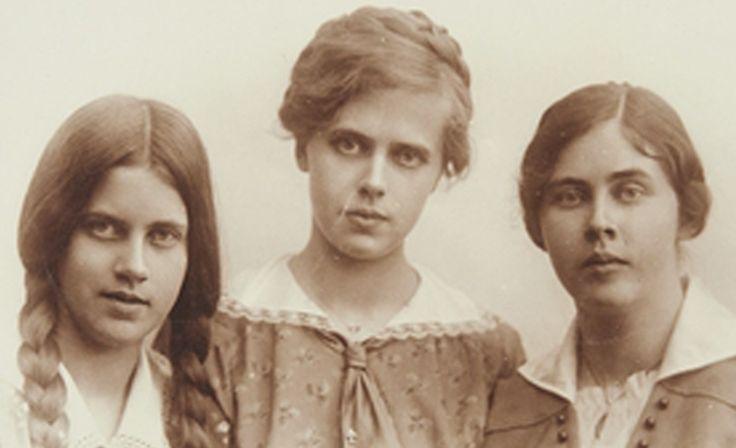 Tällaista oli suomalaisen naisen elämä 100 vuotta sitten: kohdeltiin kuin lasta