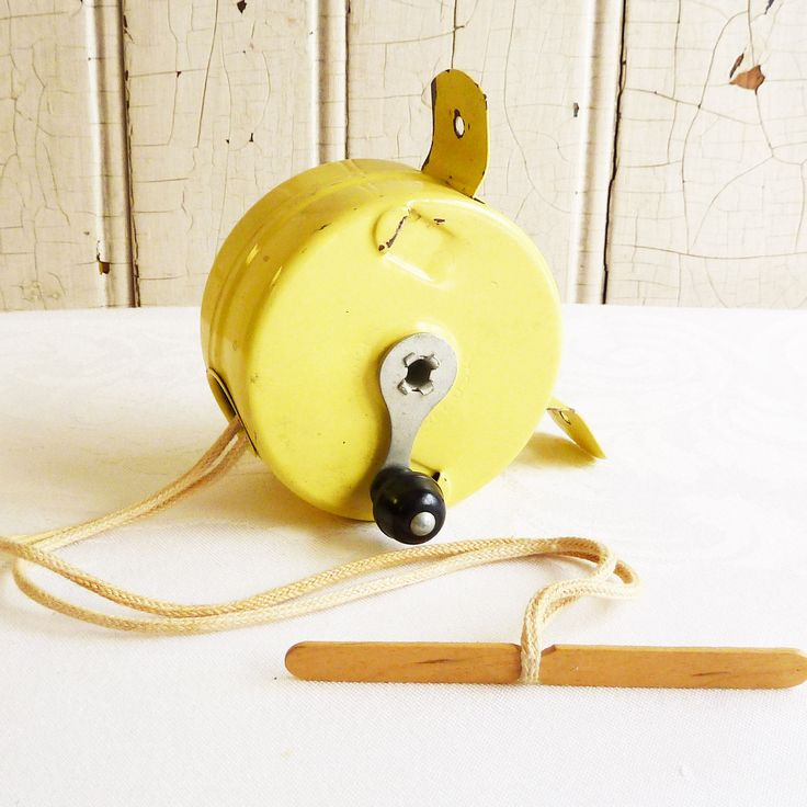 Vintage Yellow Metal Retractable Clothesline Reel  #kitschyvintage  #tincancamper #glamping #cottagelife