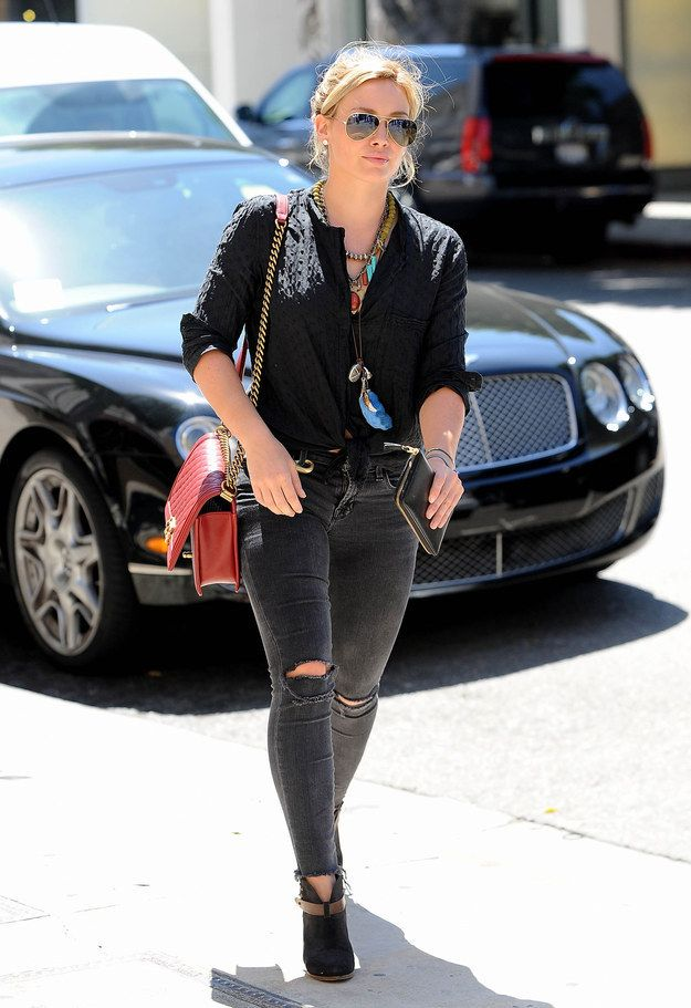 I've come to realize, Hilary Duff is my style icon  - Queen of the streets. | Hilary Duff Was The Walking Queen Of 2014
