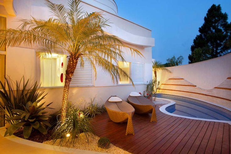 Reforma Casa Ipiranga: Jardins modernos por Designer de Interiores e Paisagista Iara Kílaris