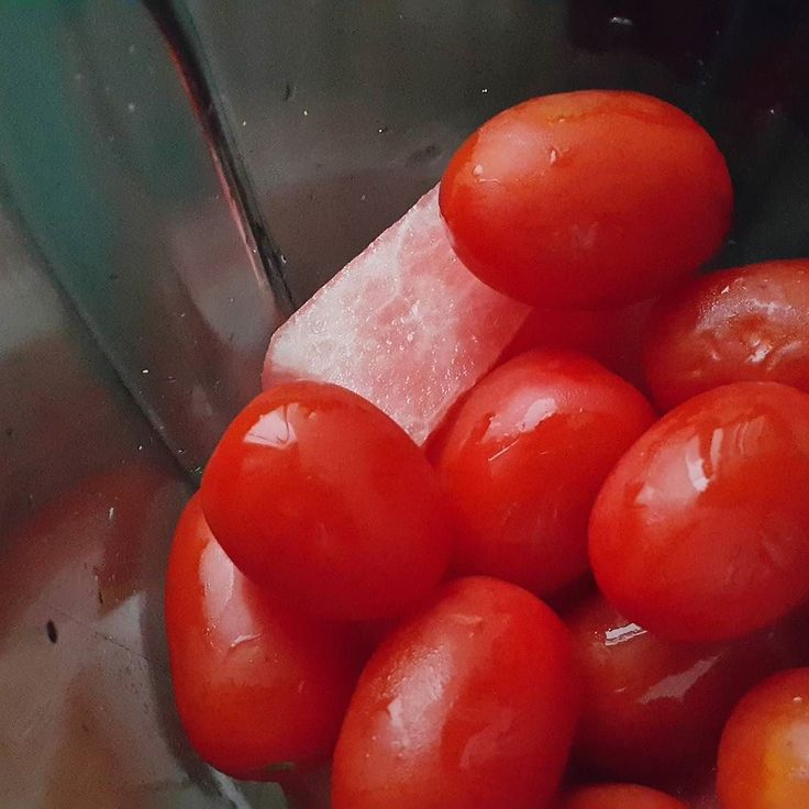 Today's breakfast  회식으로 숙취가 있을 남푠님을 위해 오늘은 #토마토수박스무디 #tomato #watermelon #smoothie  #rawfood #rawvegan #plantbased #pregnantfood #summerfruits #detoxfoods #myfooddiary